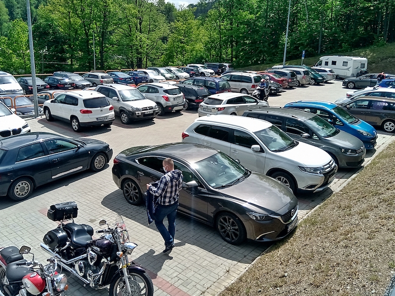 Płatny parking przy akwarium